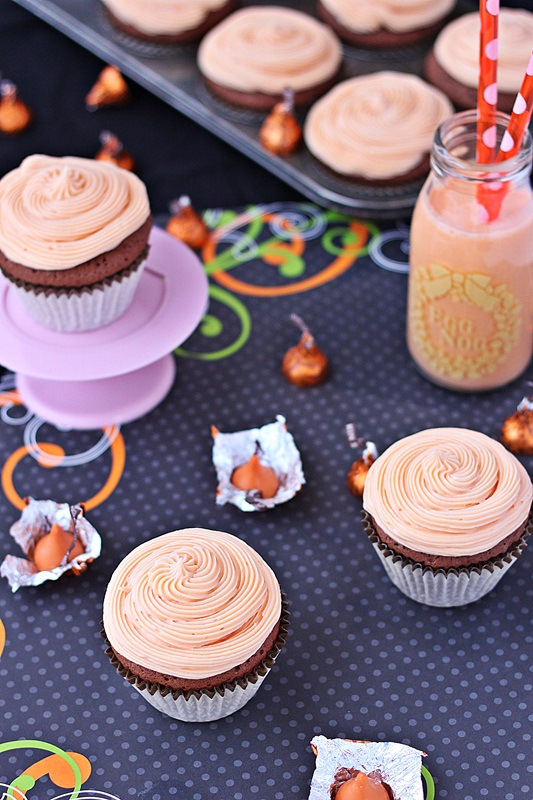 pumpkin-eggnog-cupcakes-with-pumpkin-cream-cheese-frosting-roxanashomebaking-1